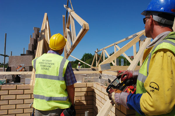 The Safer Way of Installing Roof Trusses
